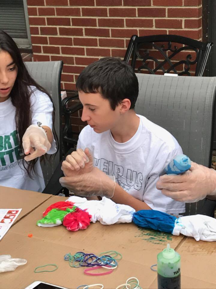 another male student tie dying shirt