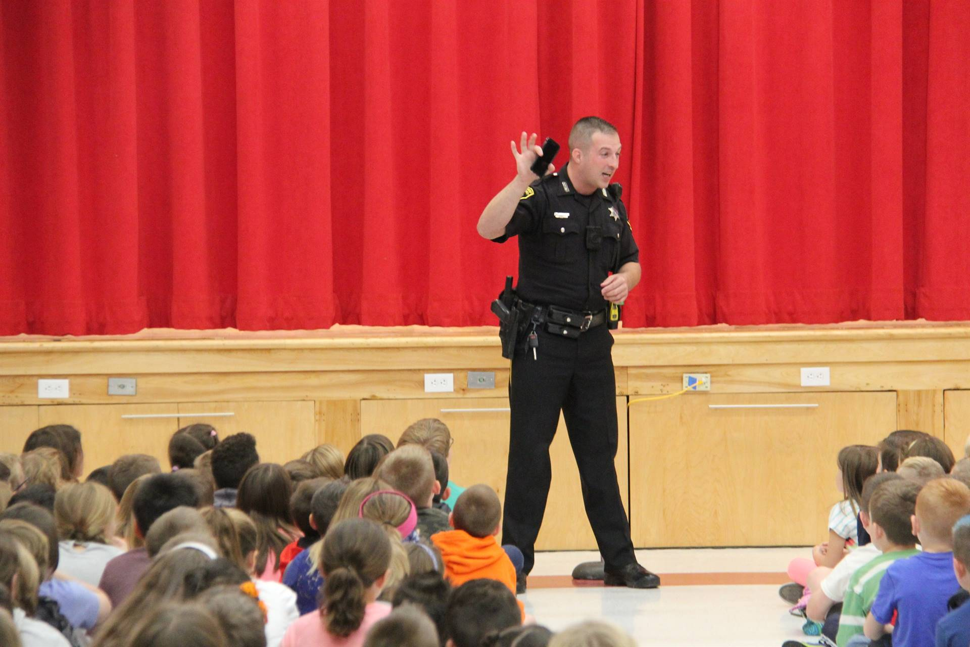 deputy stapleton shows students a cell phone