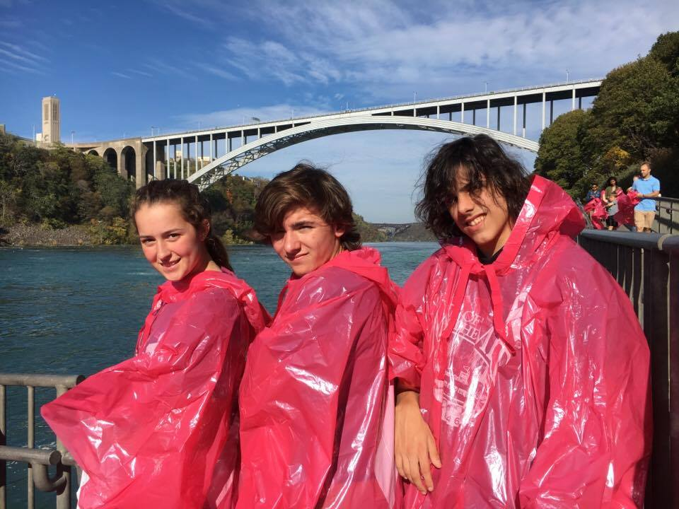 students on maid of the mist at niagra falls