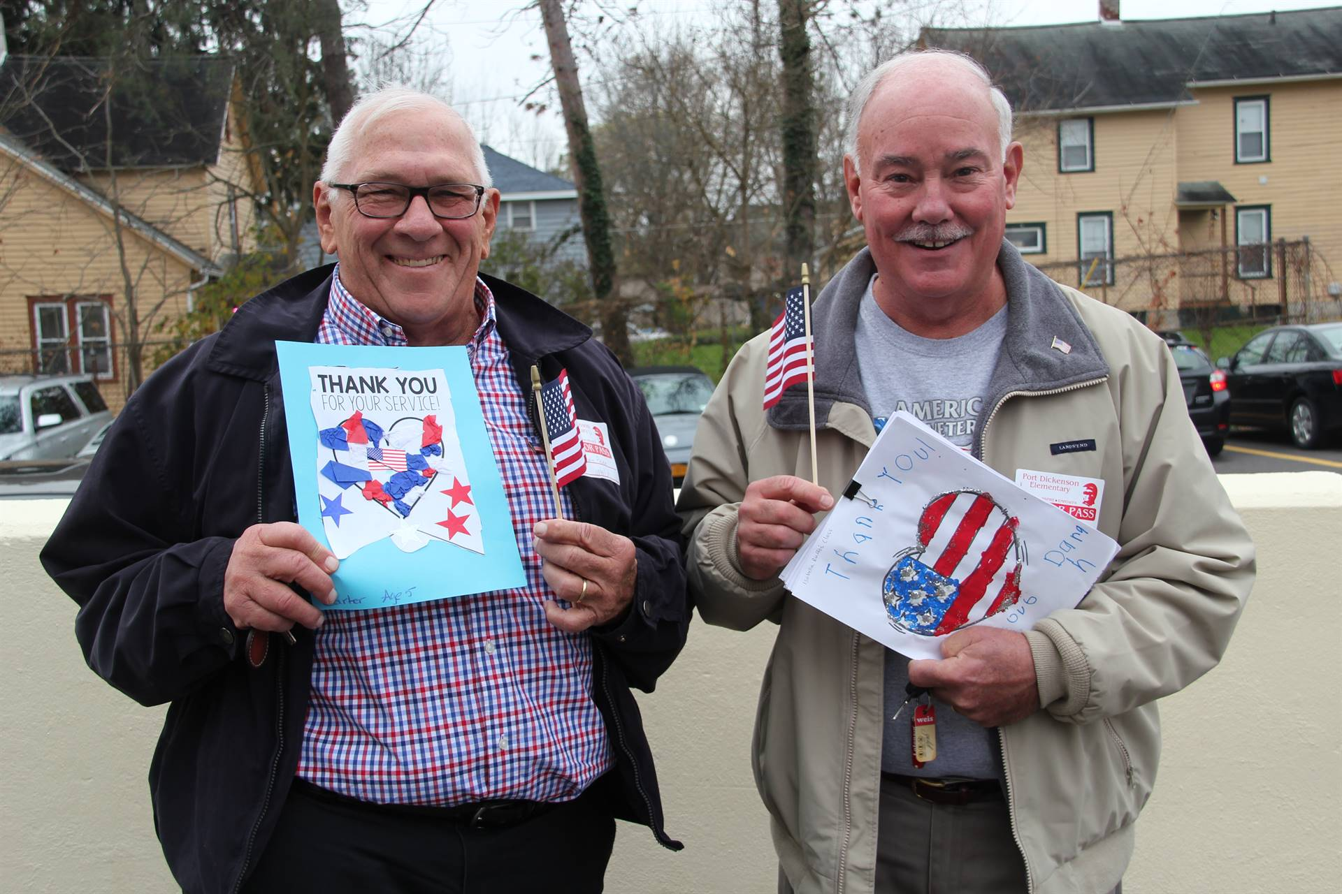 two veterans holding thank you cards