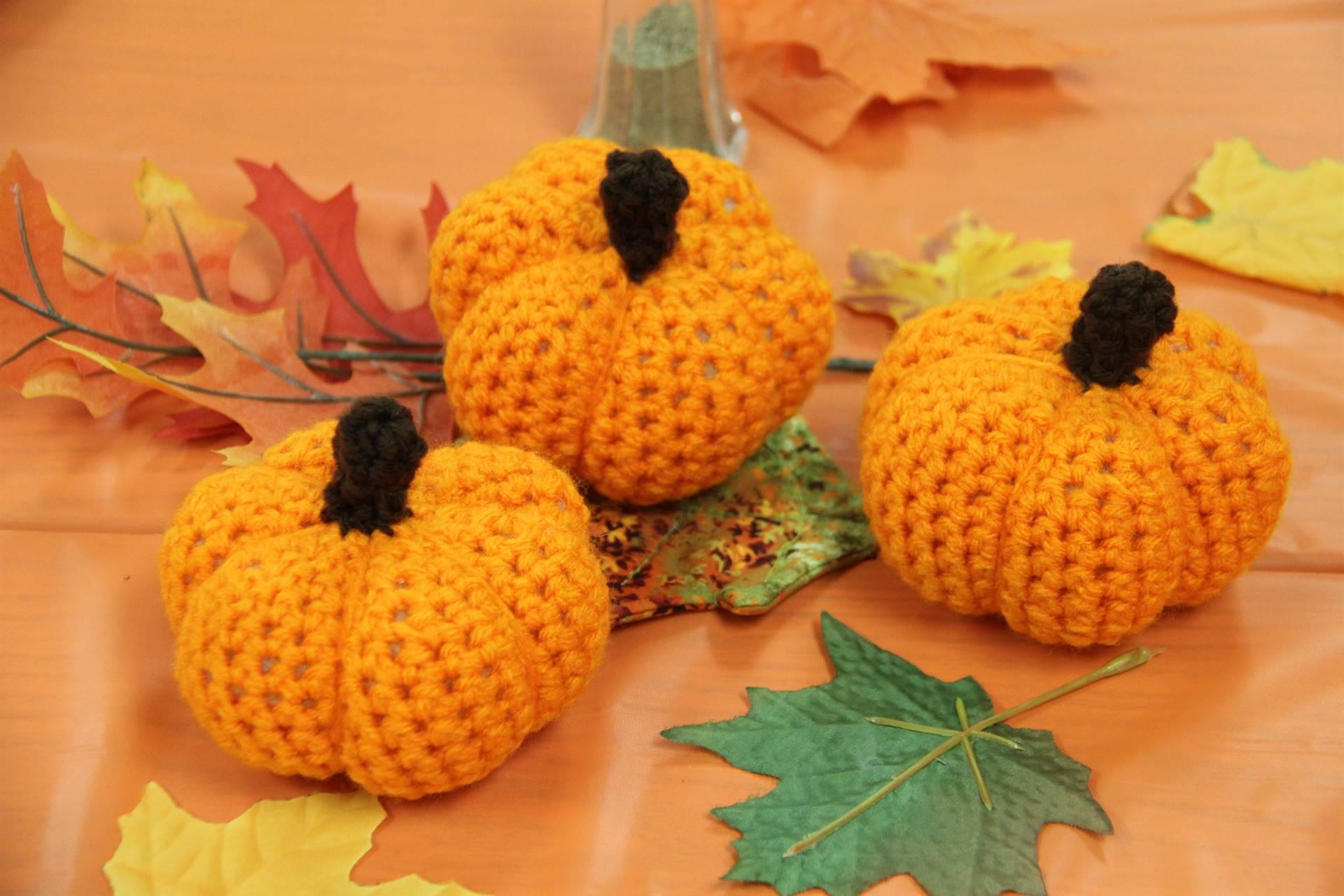 crochet pumpkin centerpieces