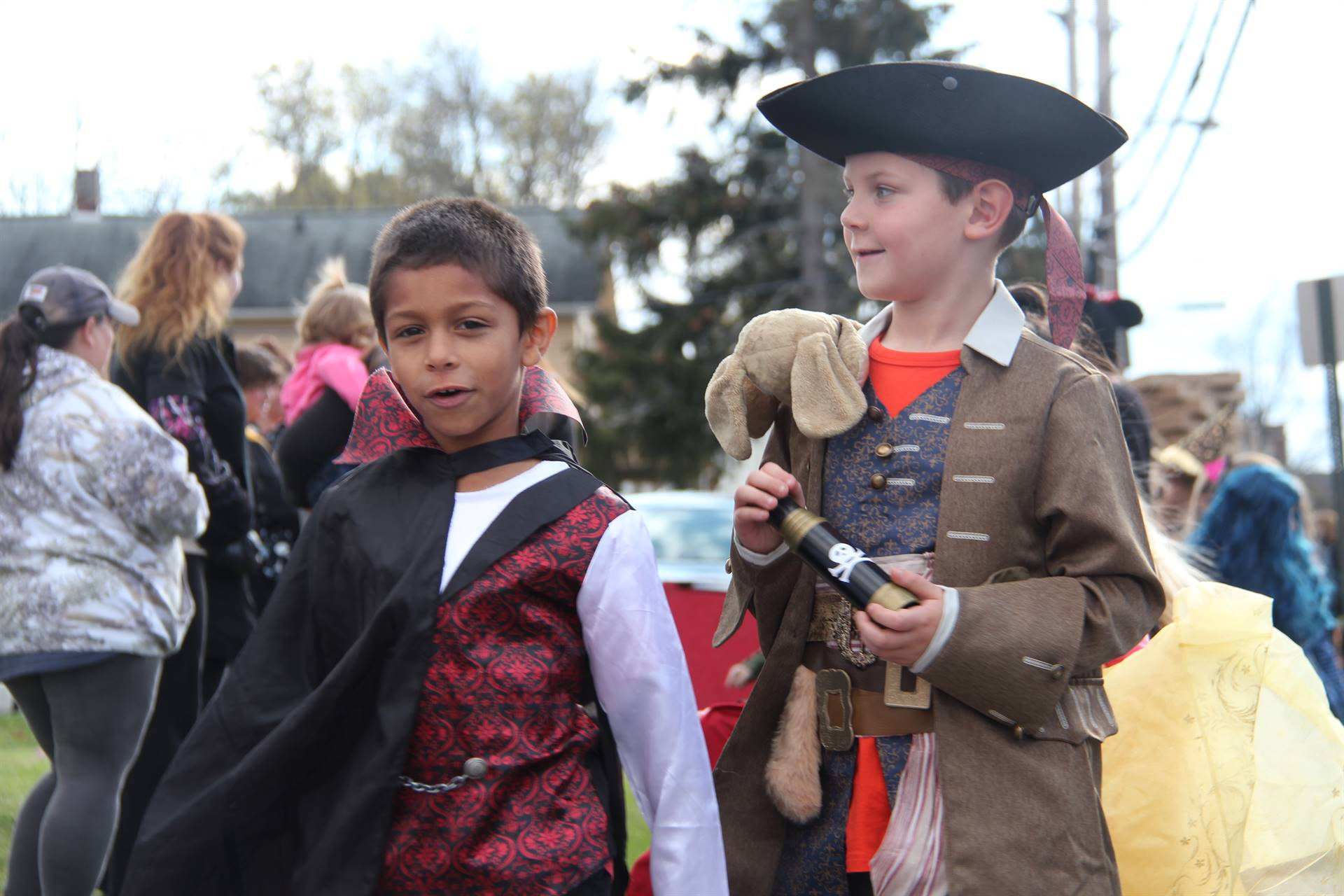 students dressed as vampire and pirate