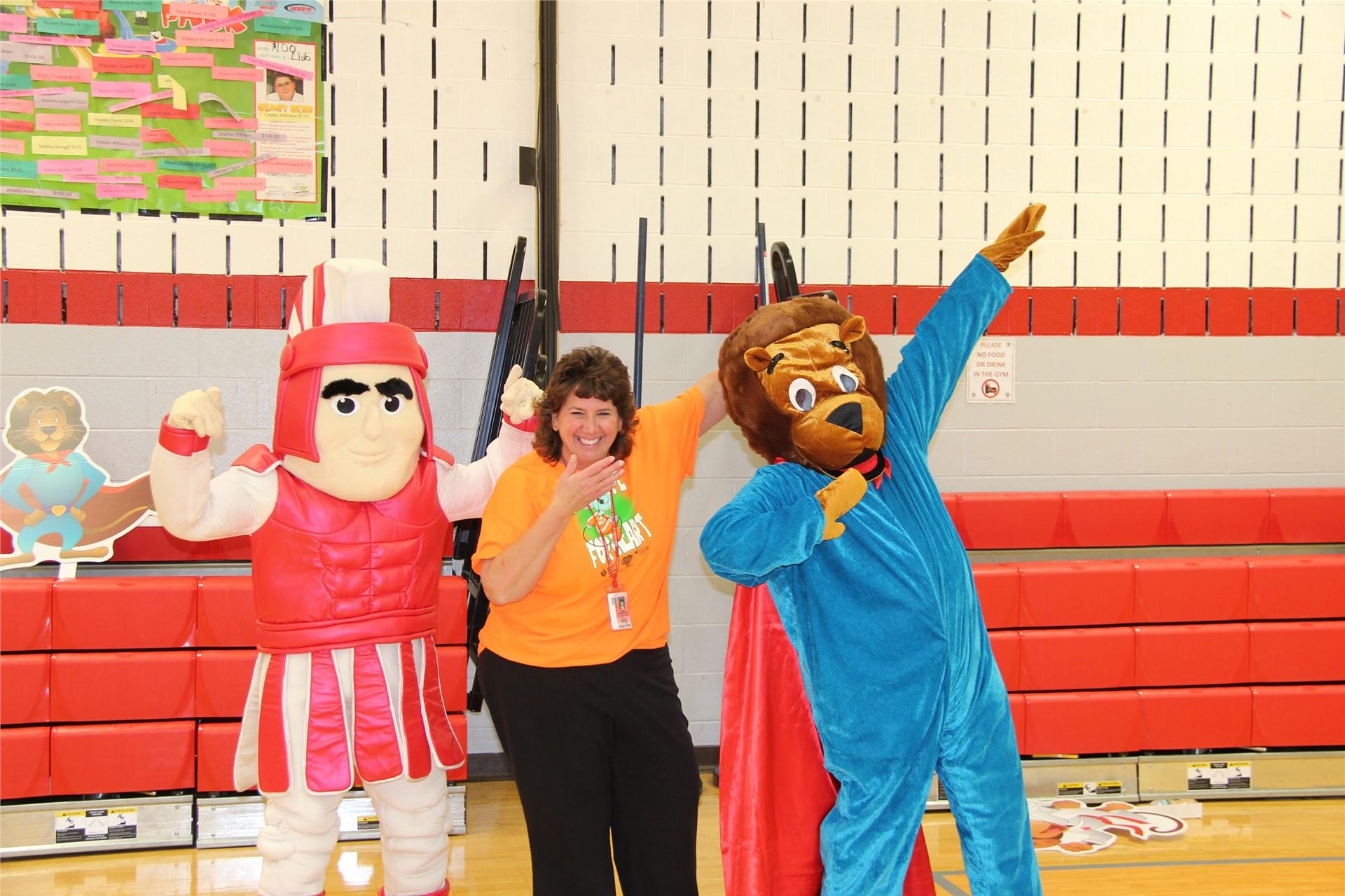 principal hammond with bear and warrior mascot 2