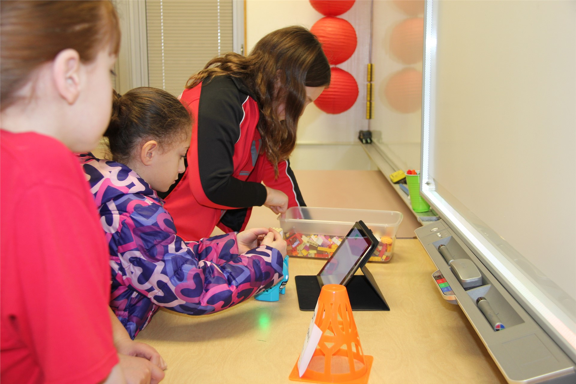 students work with devices
