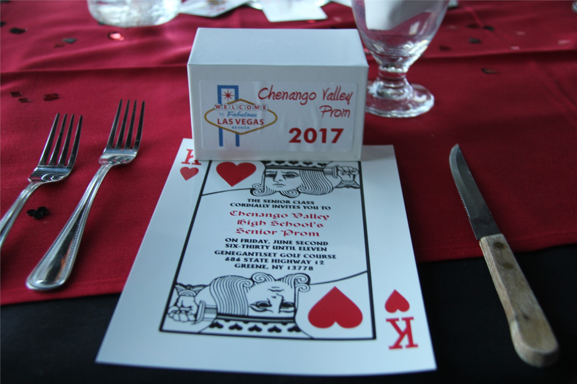 picture of Vegas-themed table decorations