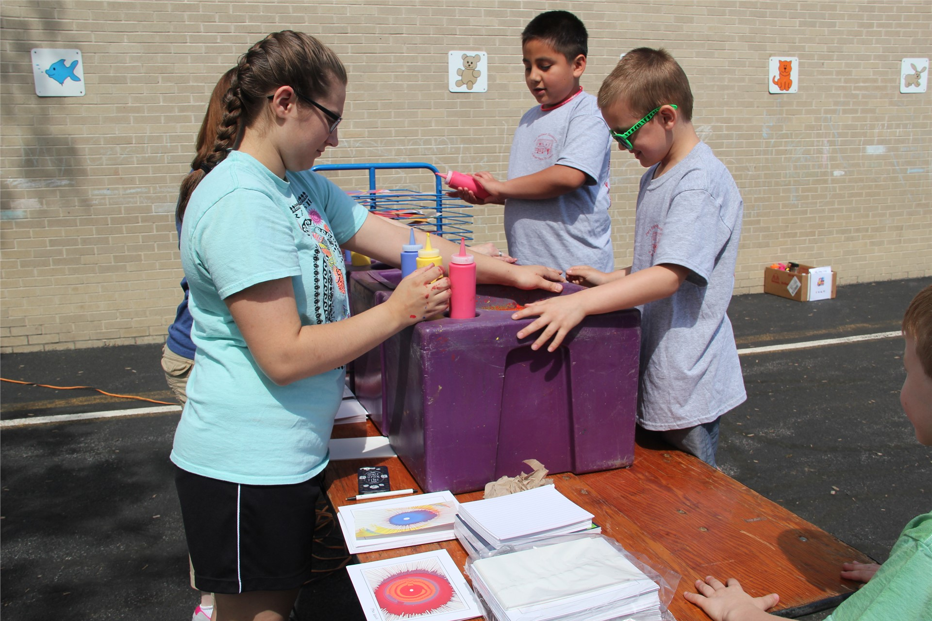 students make tie-dye creations