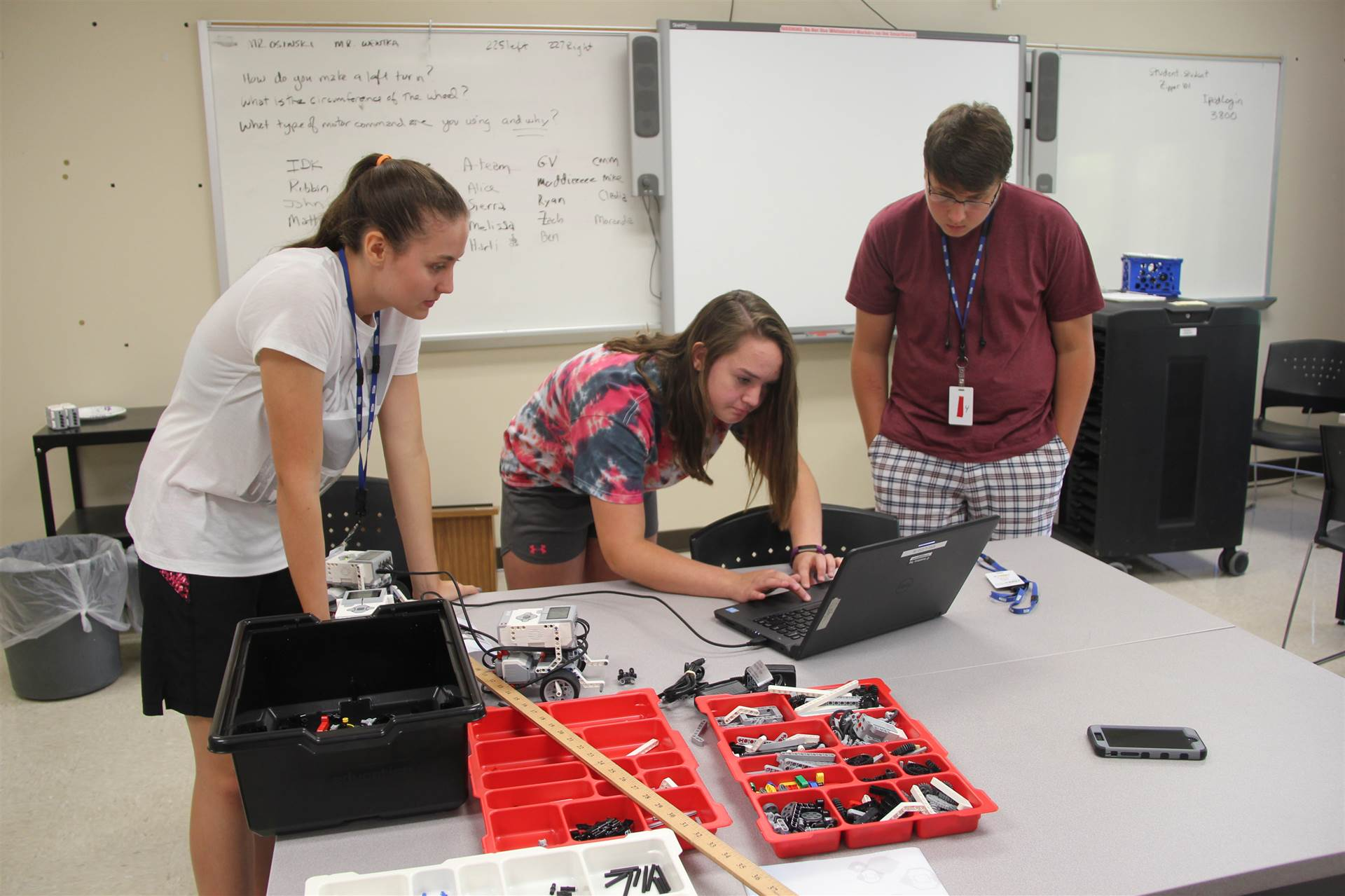 miranda rogers works with group for summer steam