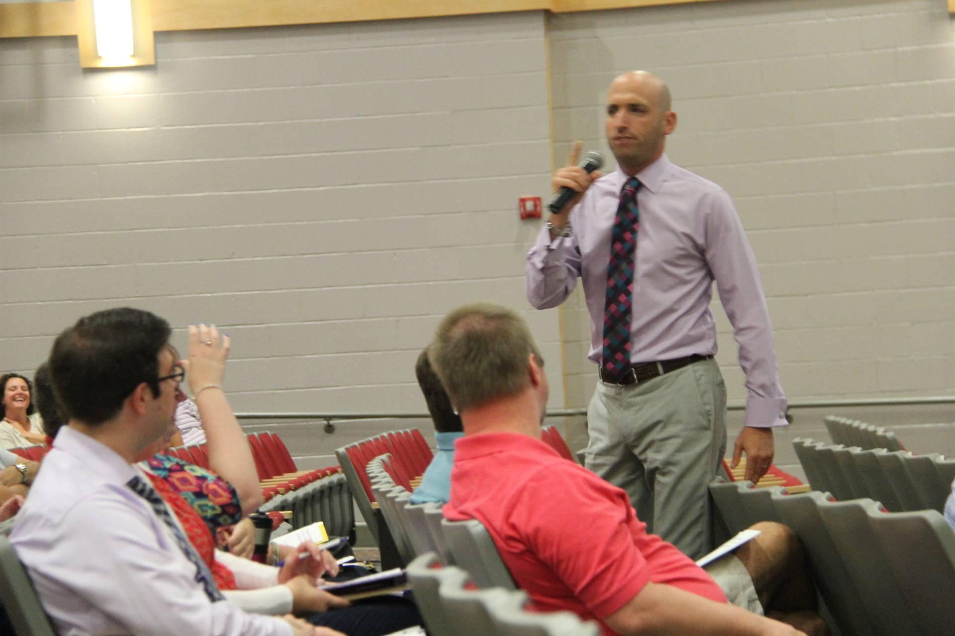eynote speaker brian mendler speaking with staff
