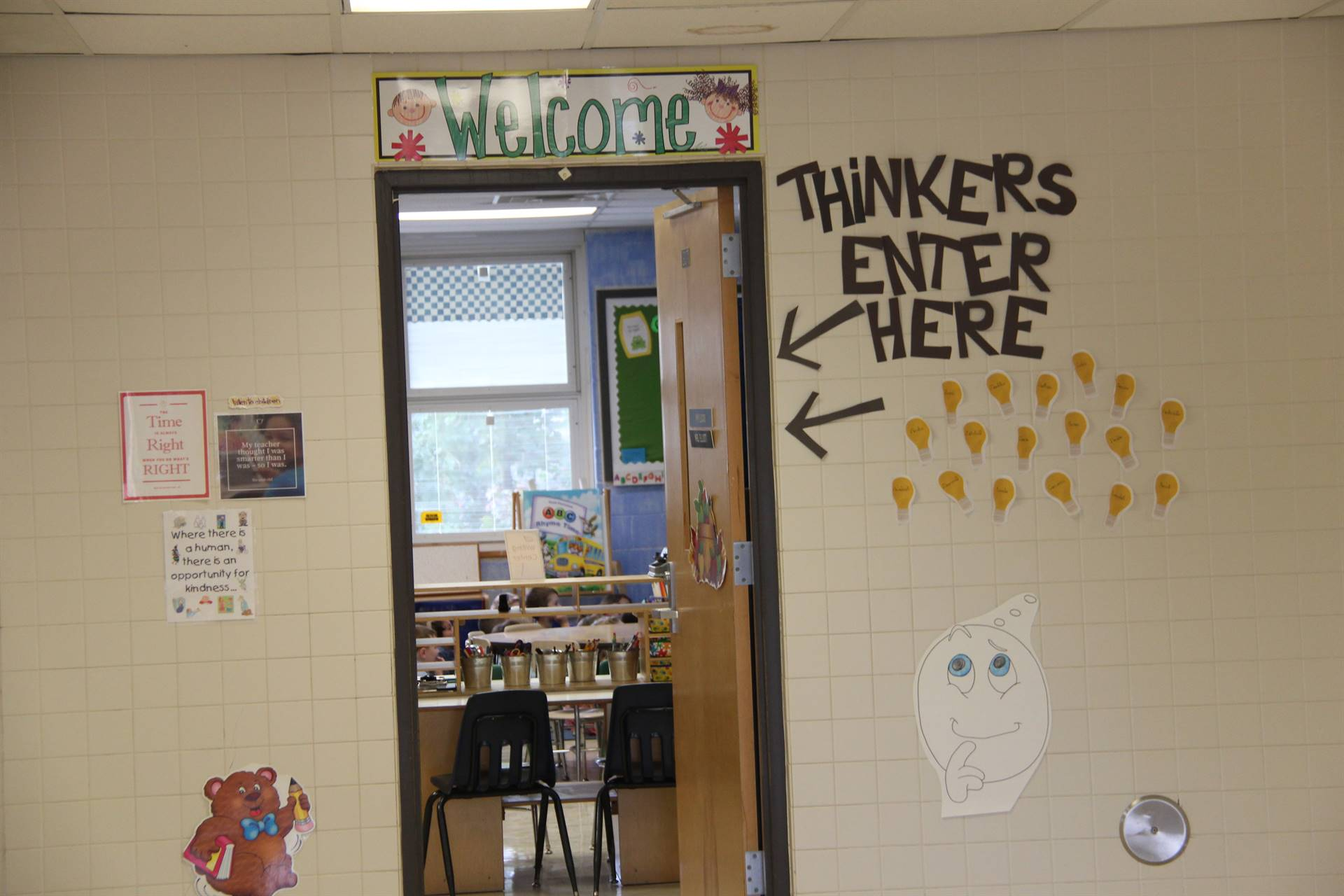 outside of port dickinson elementary classroom that reads thinkers enter here