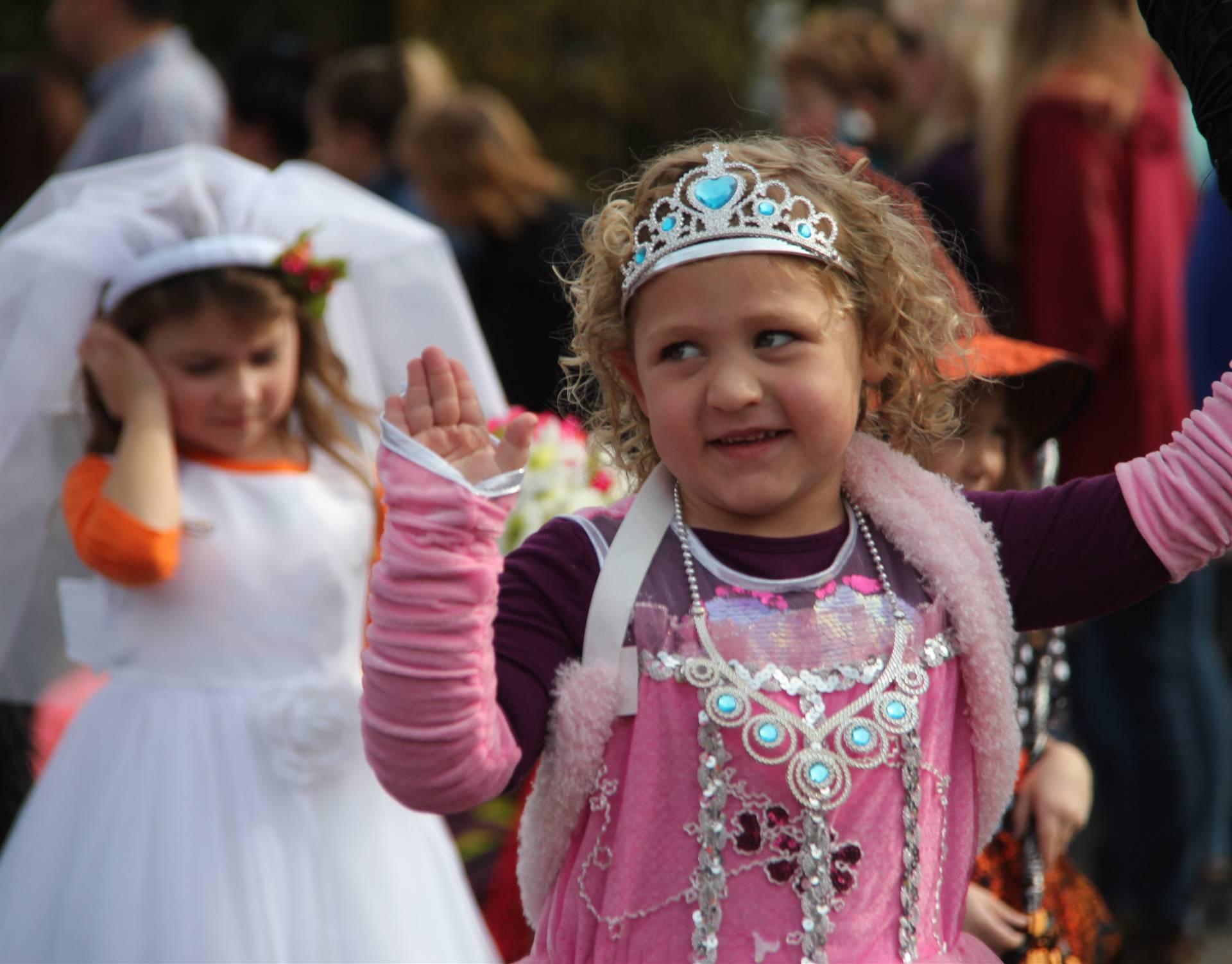 student waving wearing halloween costume