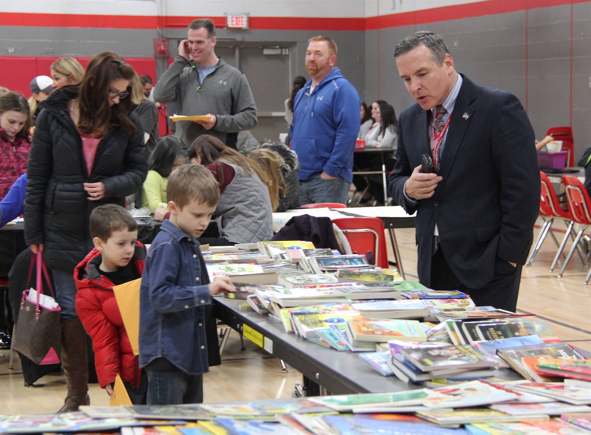 superintendent and students at book table