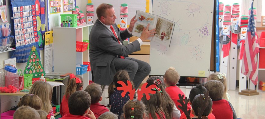 District Attorney Steve Cornwell Reading to Port Dickinson Elementary Students