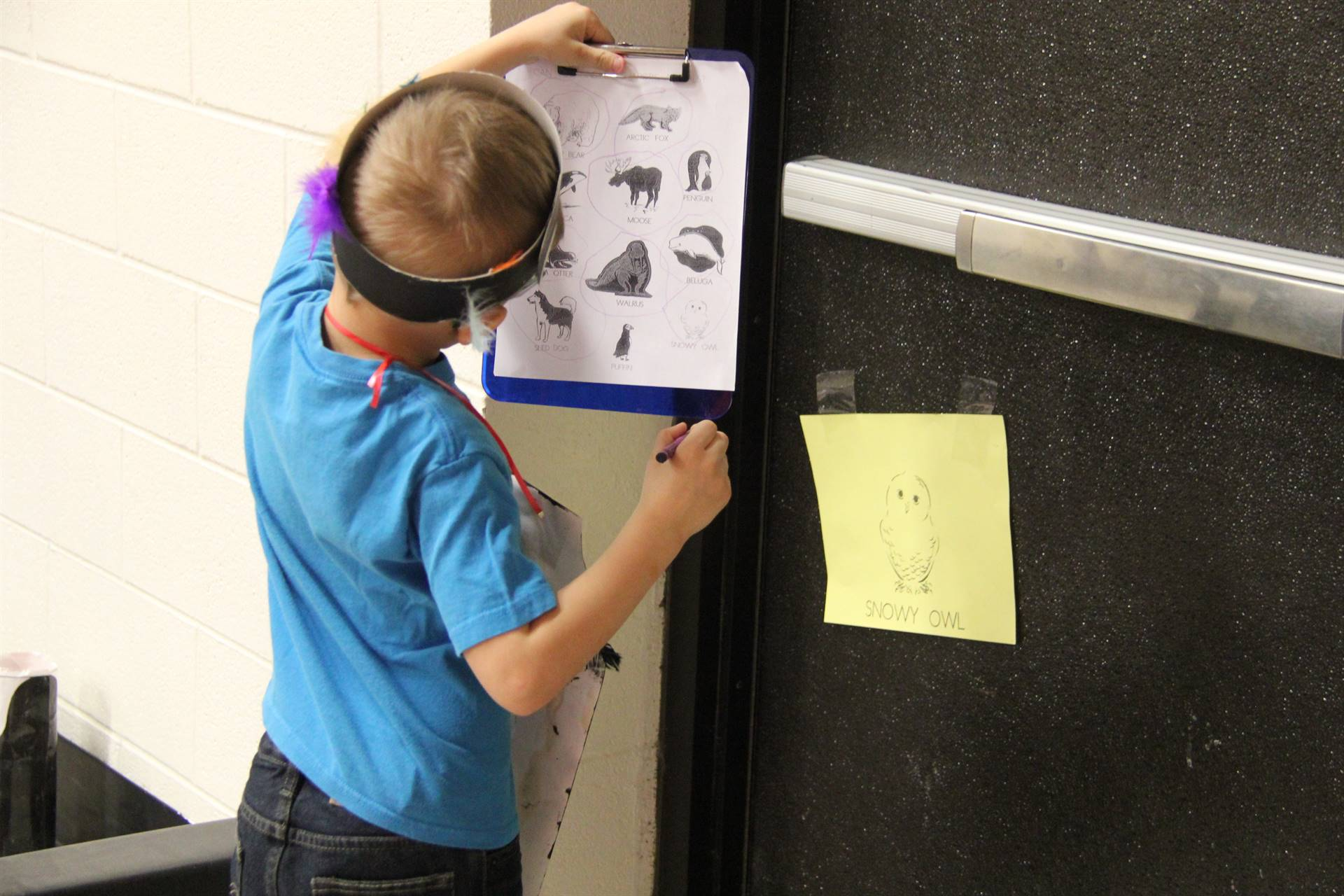 student looking at scavenger hunt sign