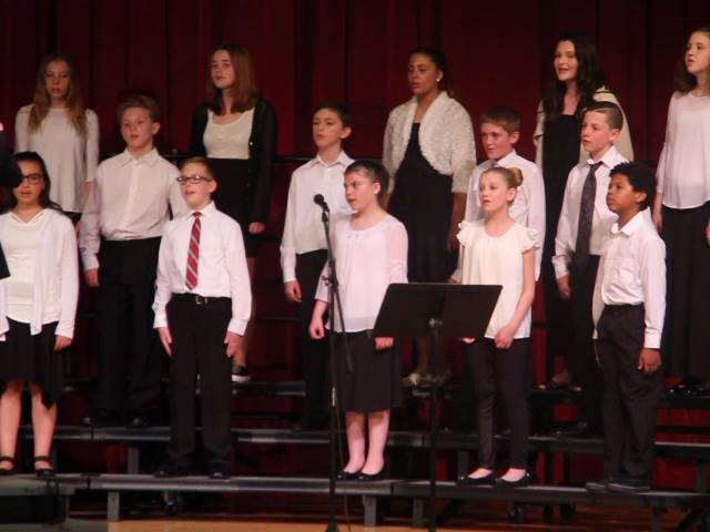additional choir students singing