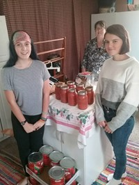 Chenango Valley French Exchange students with tomato sauce they made