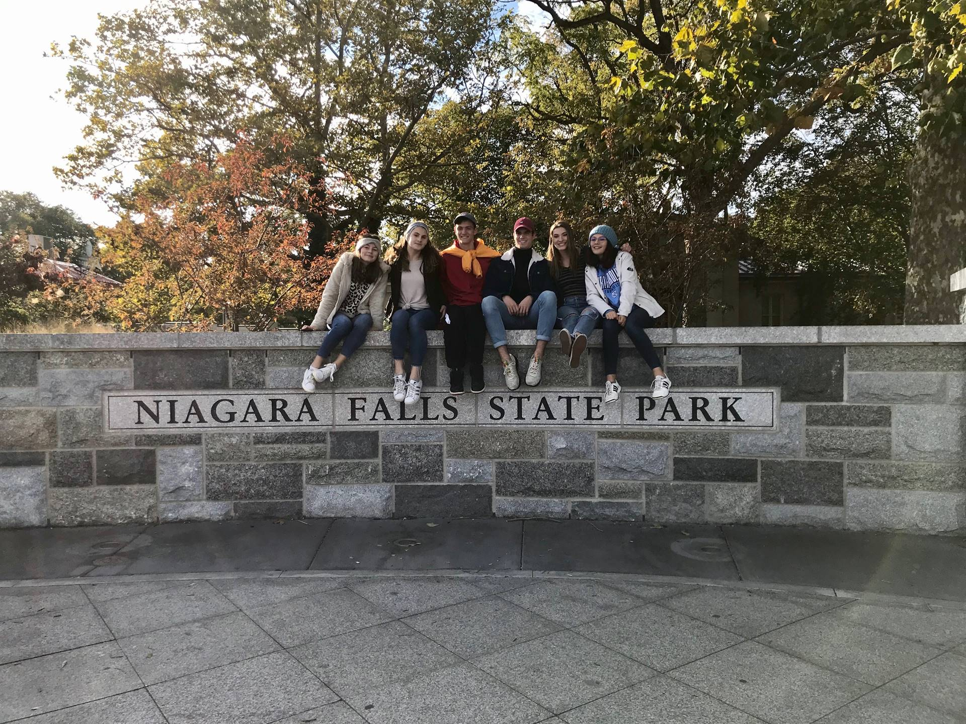 students at niagra falls state park