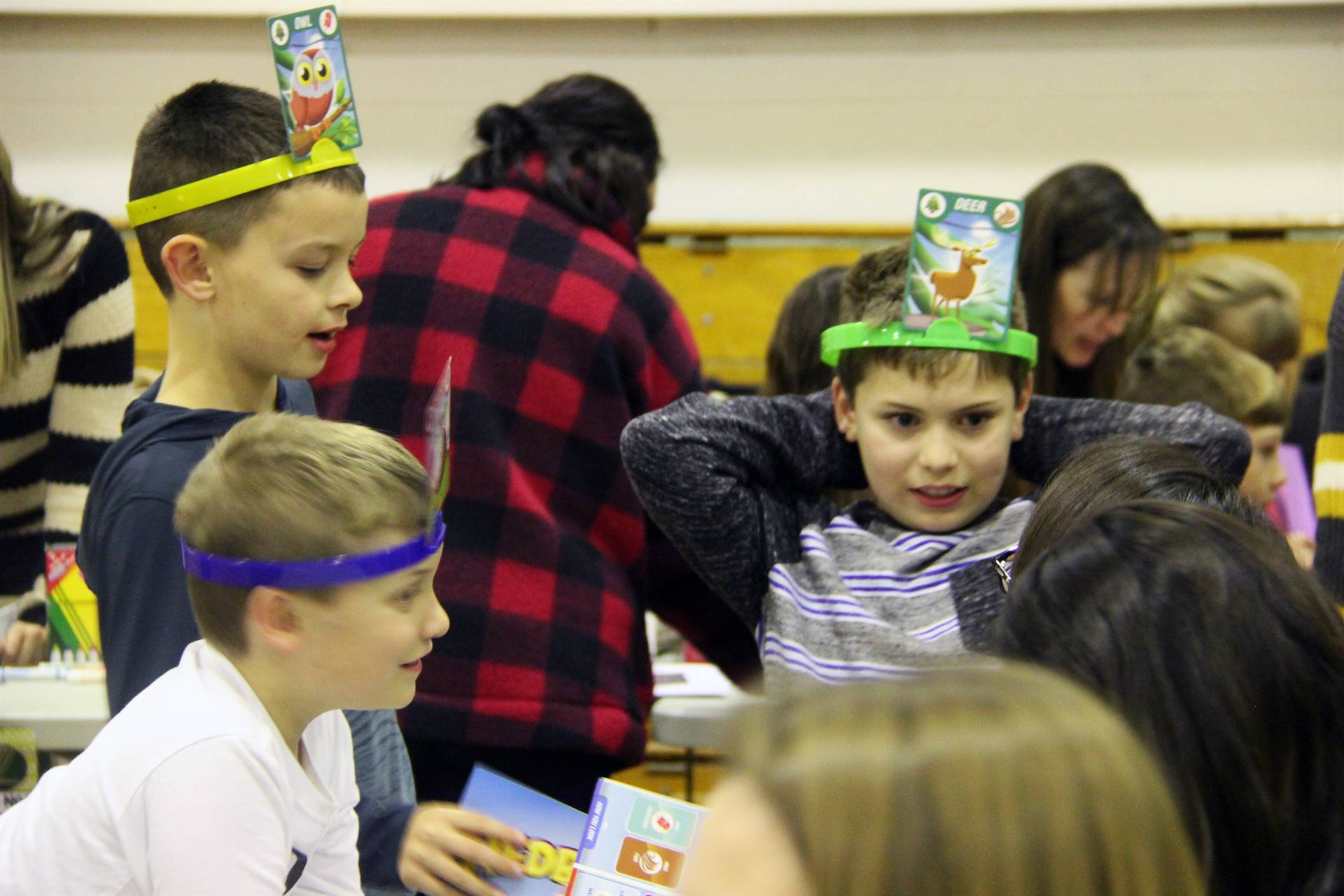 students playing head bandz game