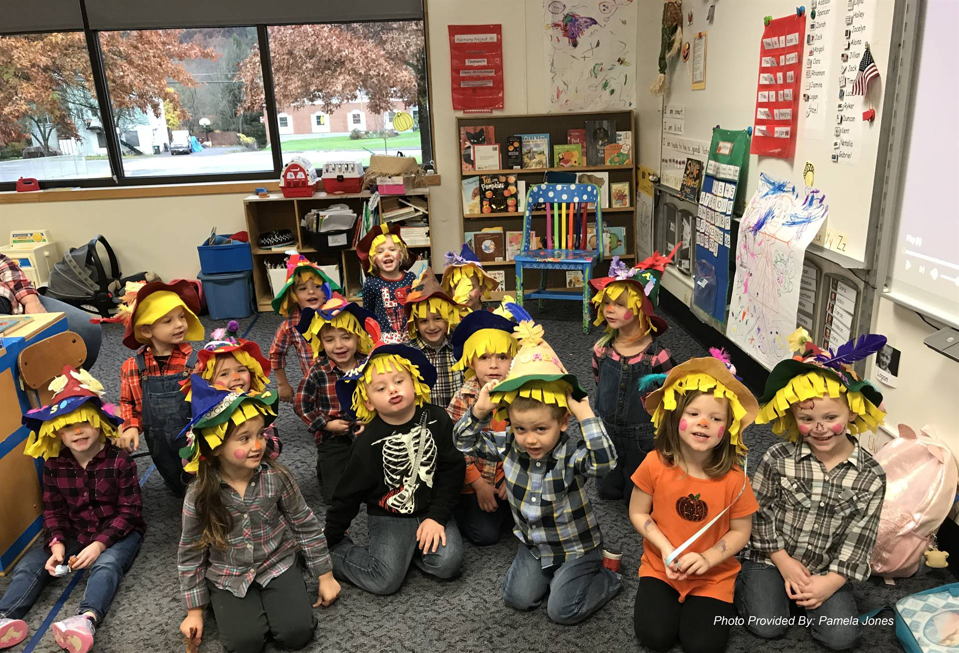 pre k students wearing scarecrow hats