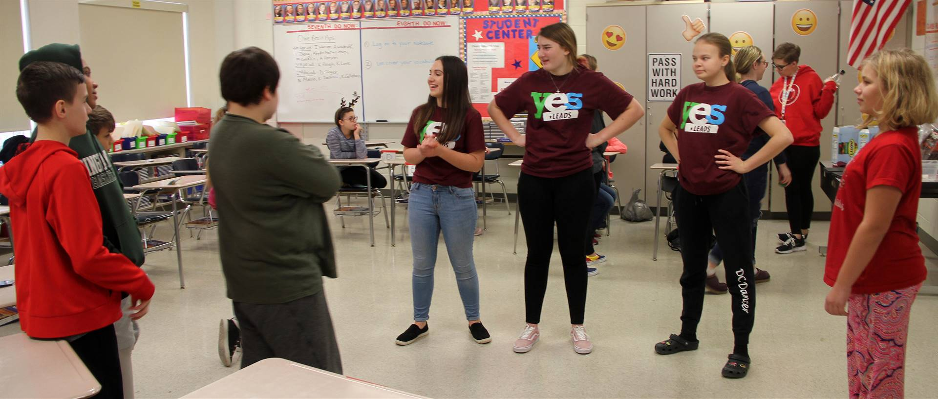high school yes leads presenters working with middle school students