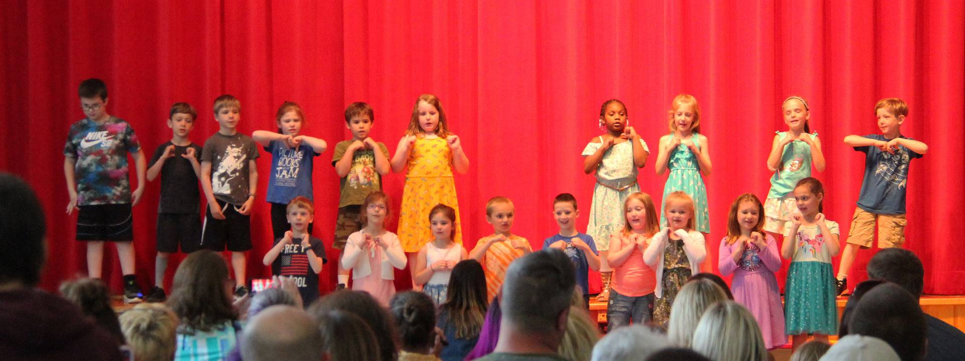 students singing in first grade show 6