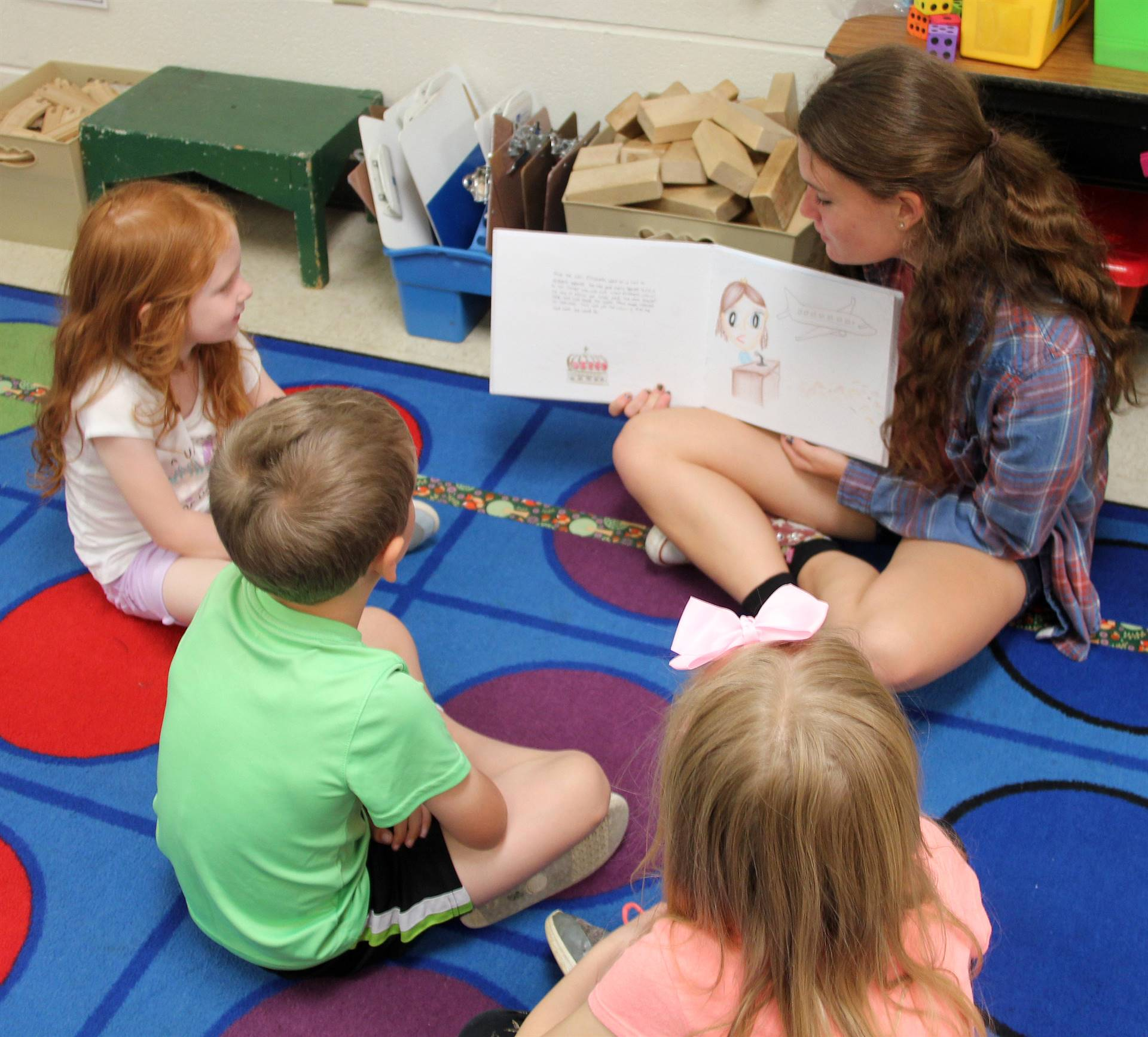 high school student reading to kindergarten students 5