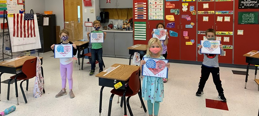 students with cards they made for local veterans