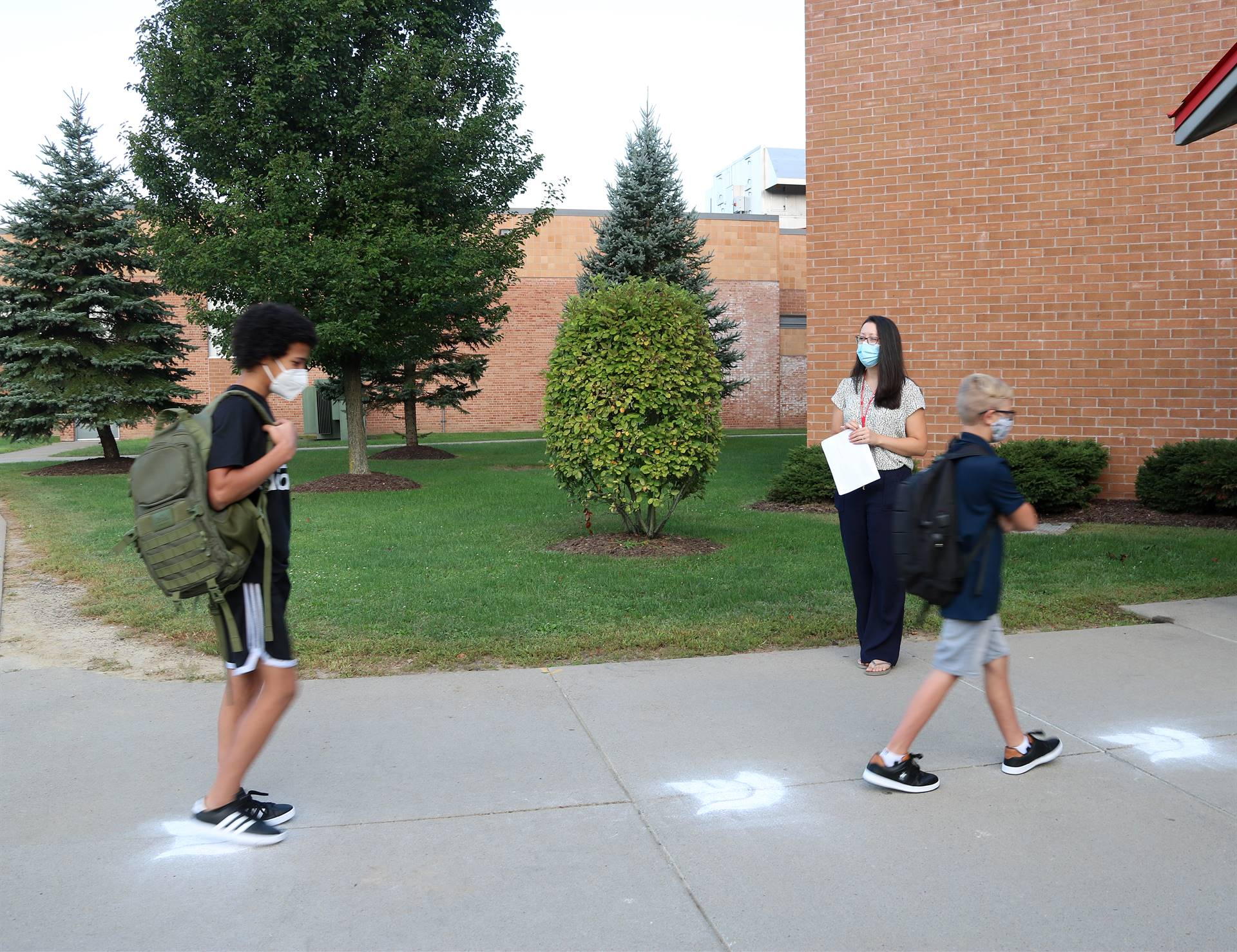 students returning to Chenango Valley Middle School 6