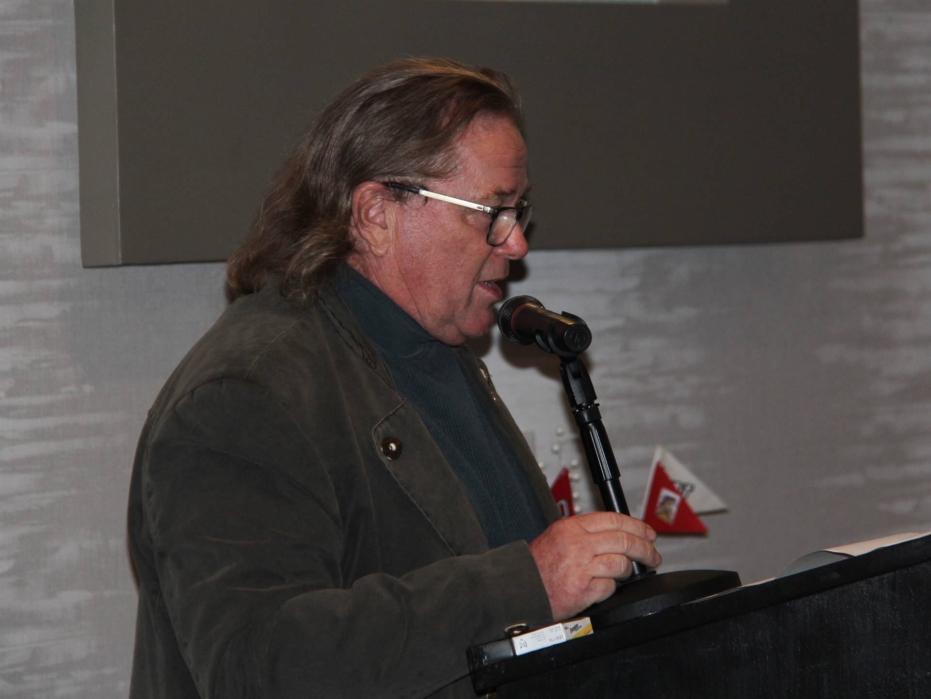 honoree speaking at recognition dinner